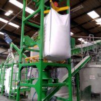 Bigbag bulk bag emptying unloading system for mixer filling with dosing screw conveyor