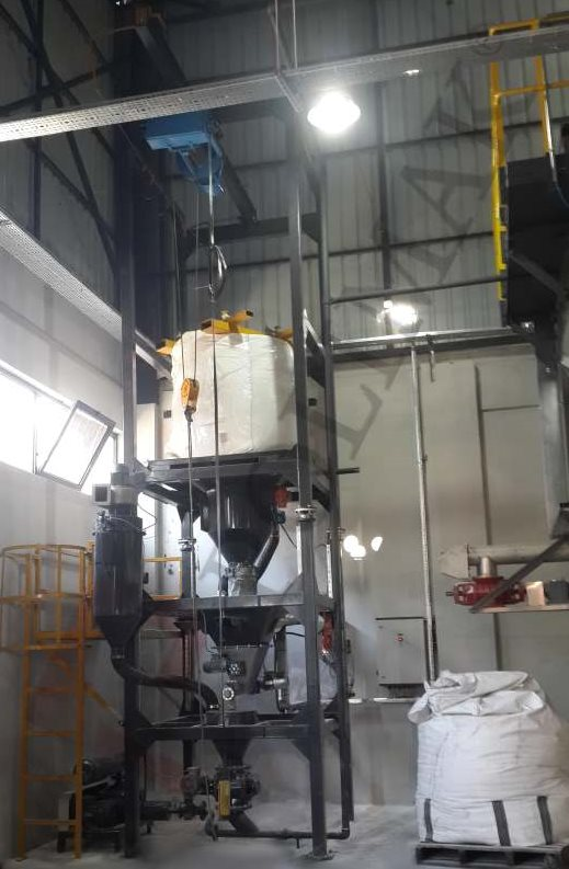 Big bag discharge station weighing system