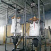 Bulk bag unloading screw feeder mixer filling systems