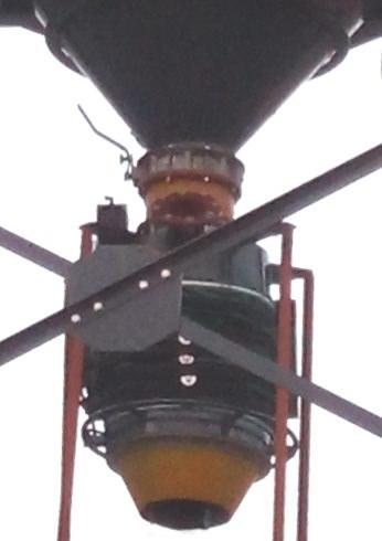 Bulk solid loading chute discharging butterfly valve