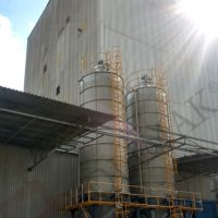 Bulk powder silos with jet filters