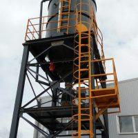 Powder and bulk material silo