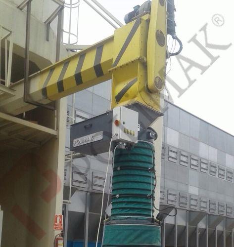 Loading bellow screw conveyor bulk solid feeding to open trucks