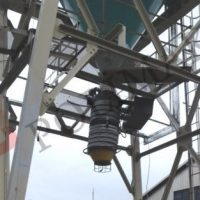 Telescopic loading spout below product silo discharge system