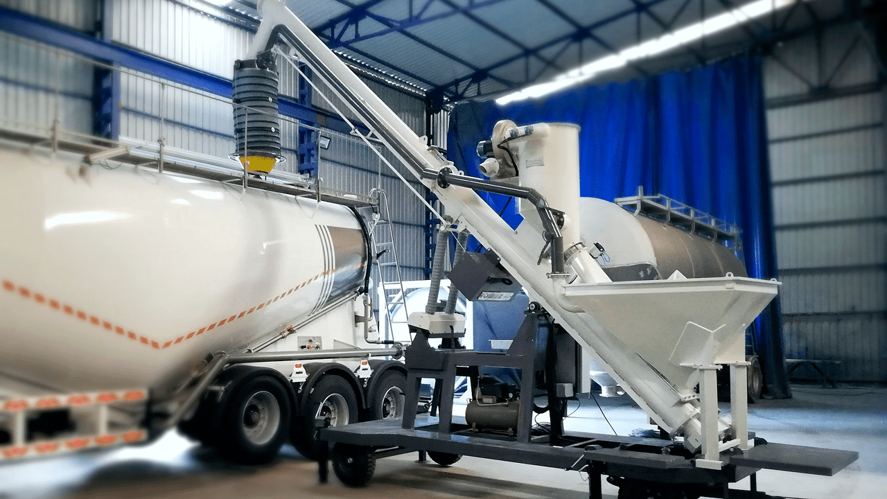 mobile-bulk-truck-loader-running-min